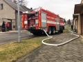 V Kladně-Švermově hořel dům, měli v něm přebývat lidé bez domova (Foto: Kamil Záhradík)