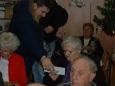 Kartičky s podpisy seniory potěšily
