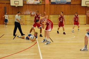 Basketbalisté BK Kladno v bílých dresech na soupeře ve druhé lize zatím nestačí (Foto: KL)