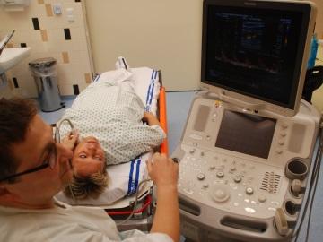 Ultrazvukový přístroj, jeden z nových prvků na Iktovém centru (Foto: KL)