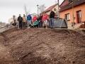 Sousedé v Podprůhonu mění skládku v bylinkovou zahrádku (Foto: Tomáš Fencl)