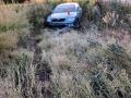 Zdrogovaný řidič v kradeném autě ujížděl policii, u Kačice havaroval (Foto: PČR)