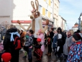 Masopustní průvod v režii Divadla Lampion doprovázel třímetrový zajíc (Foto: Divadlo Lampion)