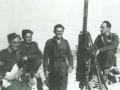 Jaroslav Selner (první zprava) s příslušníky své jednotky v Tobruku v roce 1942 (Foto: Archív rodiny Selnerovy)