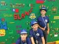 Facebook, Dublin: žáci před lego zdí ve Facebooku (Foto: Anna Liprtová)
