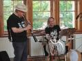 Pondělní večer patřil v knihovně jazzovým improvizacím George Haslama (Foto: Tomáš Volf)