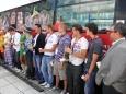 Doktor Klaun představil v Kladně svůj autobus ( Foto: KL )