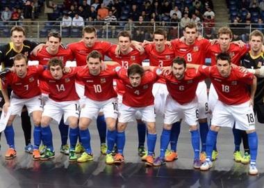 David Frič (stojí vpravo nahoře vedle golmana) v reprezentačním dresu na posledním mistrovství Evropy v Belgii (Foto: česká futsalová reprezentace)