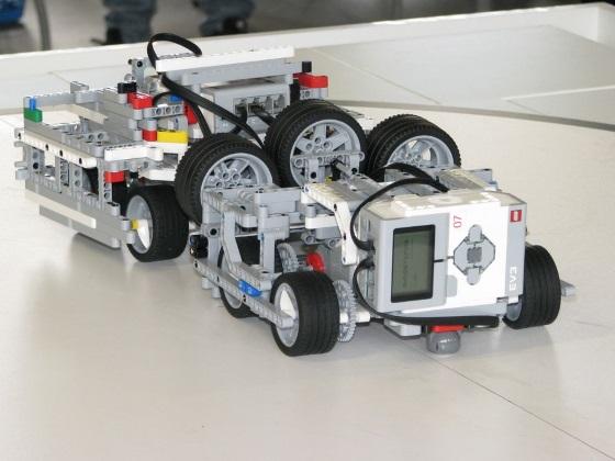 lego-robot-top